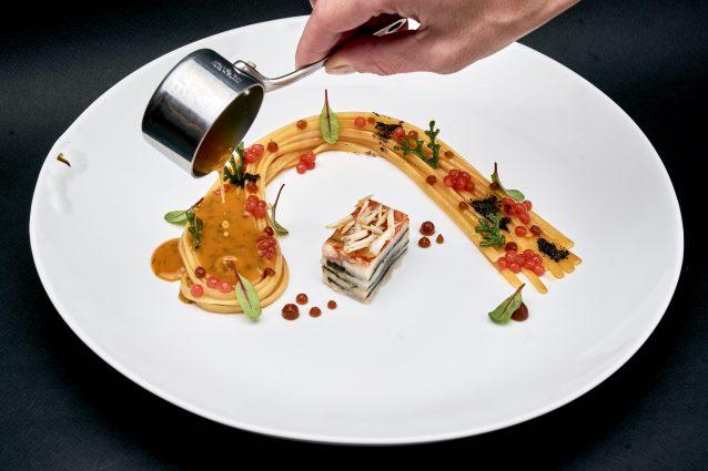MARE NOSTRUM-Linguina di Gragnano IGP cotta in estrazione di triglia rossa di scoglio,gel acidulo al tamarindo ed alga nori
