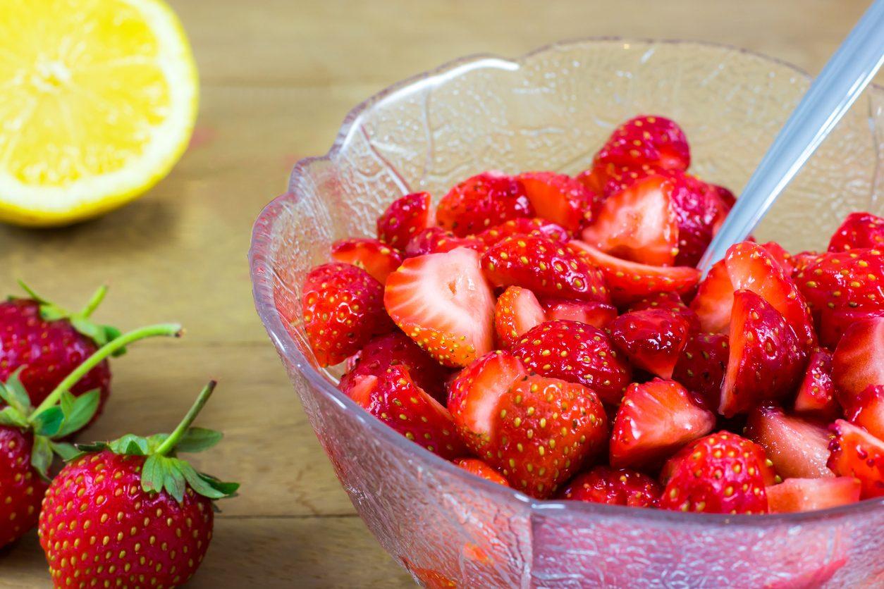 Macedonia di fragole: la ricetta del dessert fresco e delizioso