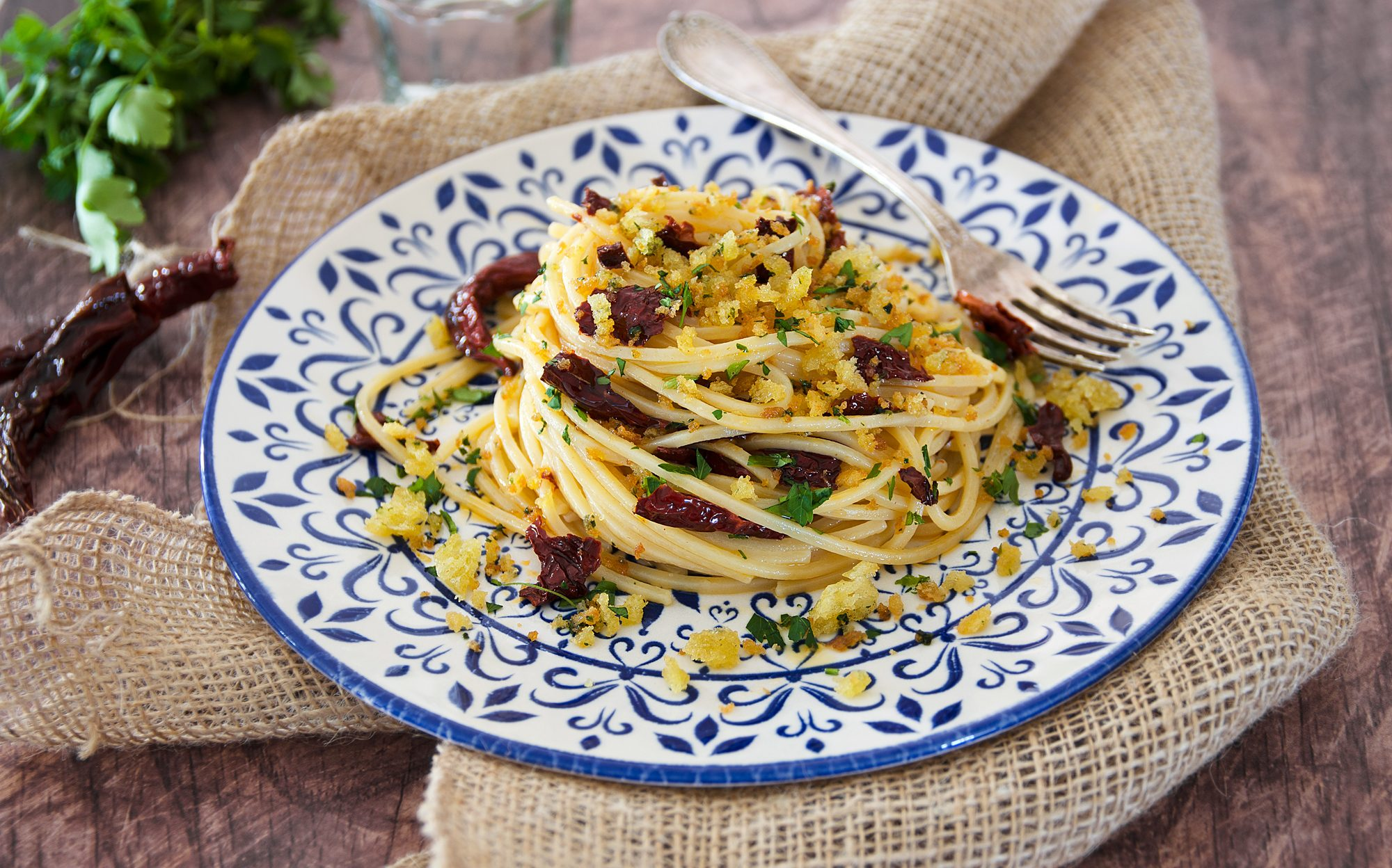 Pasta ai peperoni cruschi: la ricetta del primo piatto croccante e saporito