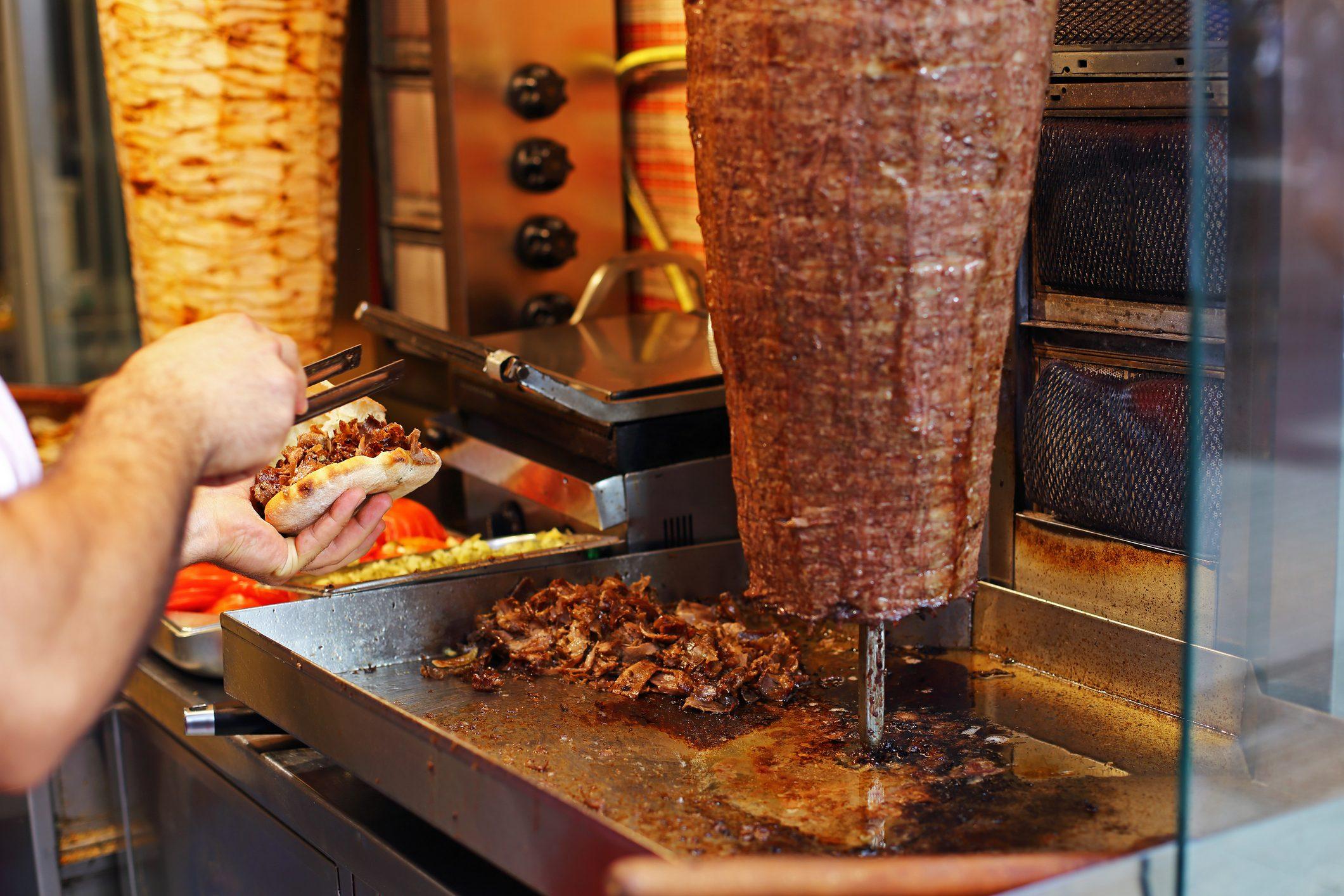 La storia del kebab: il piatto turco che ha unito tutti i popoli d'Europa