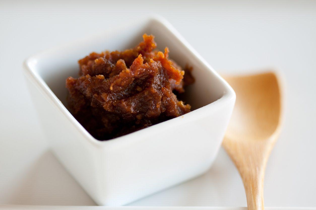 Tutto sul miso di pomodoro: il fermentato che ha fatto innamorare i cuochi giapponesi