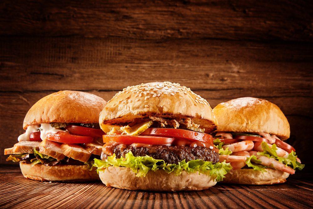 L'hamburger perfetto: di carne, pesce o verdure, ricette e abbinamenti per tutti i gusti
