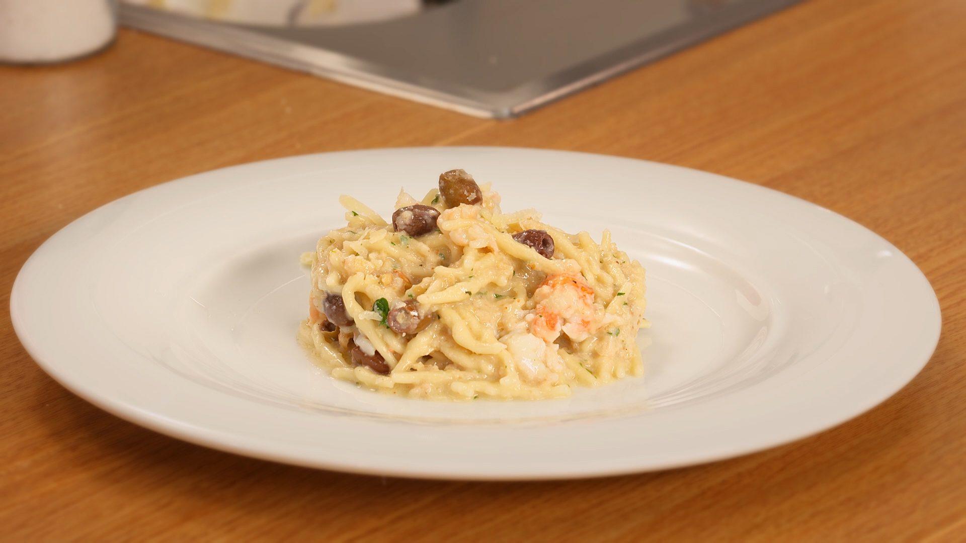 Trofiette con salsa di noci, scampi e olive taggiasche: semplicemente perfette