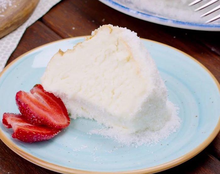 Angel cake al cocco: la ricetta del dolce di albumi sofficissimo e profumato