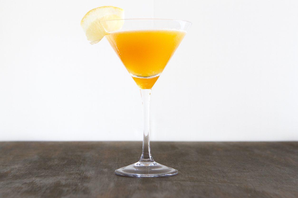 Bronx cocktail: la ricetta del drink a base di gin, vermut e succo di arancia