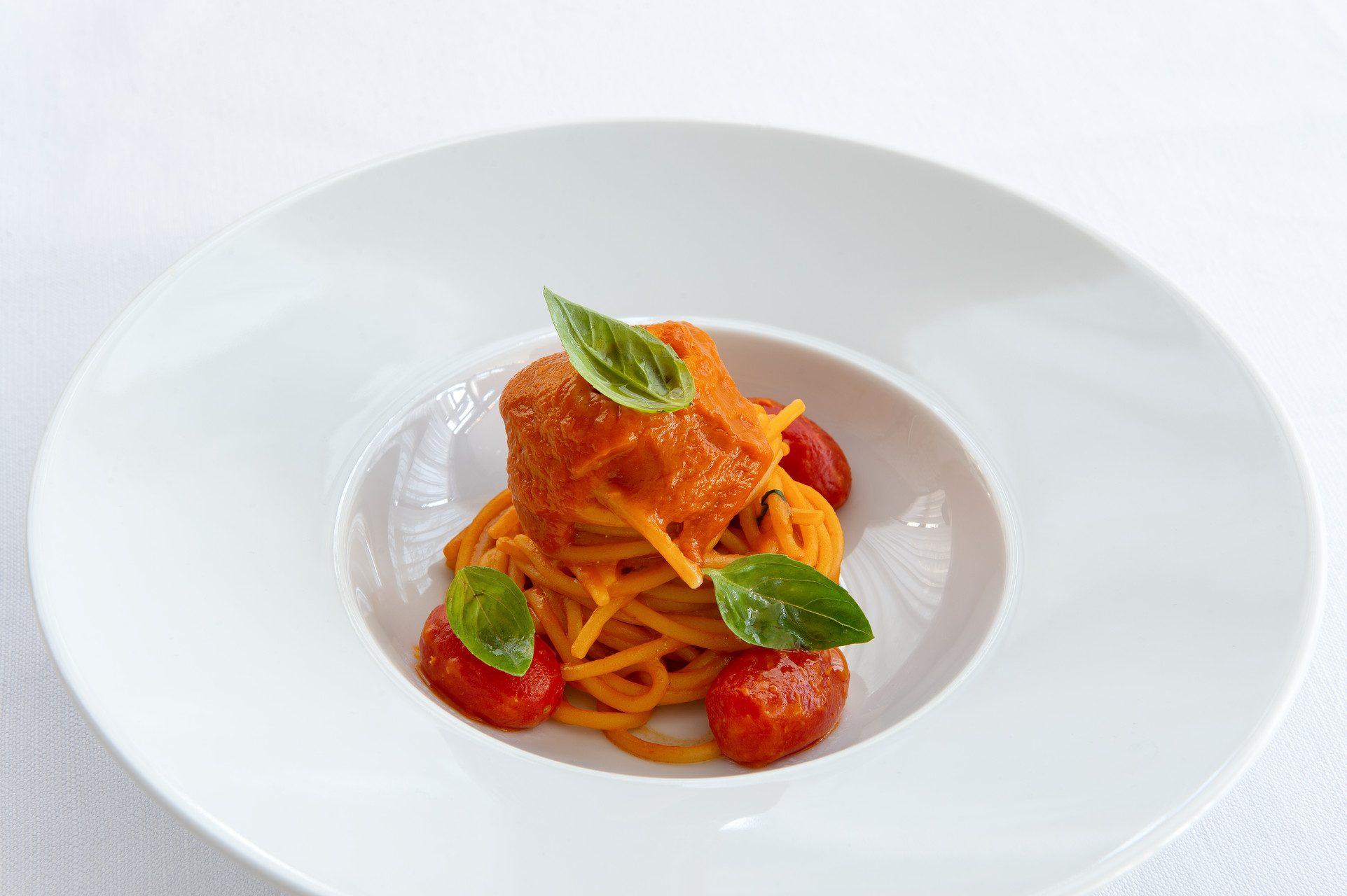 CHEF MASSIMO MANTARRO _ Spaghetto al Pomodoro_ RISTORANTE ANCIOVI -SDH_060 copia