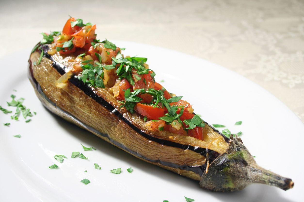 Melanzane ripiene vegane: la ricetta del secondo piatto leggero e gustoso