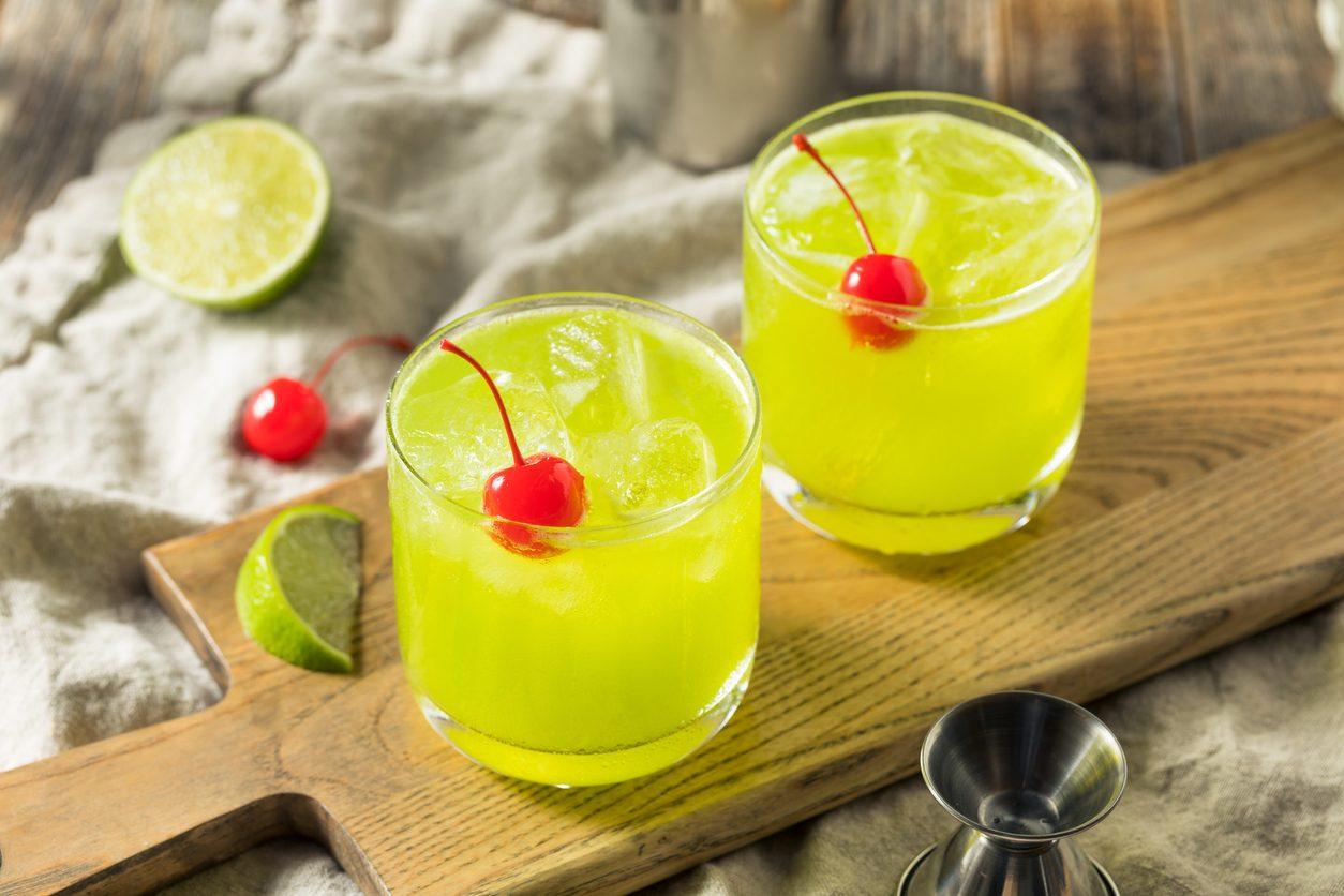 Midori sour cocktail: la ricetta del drink verde ideale come pre dinner