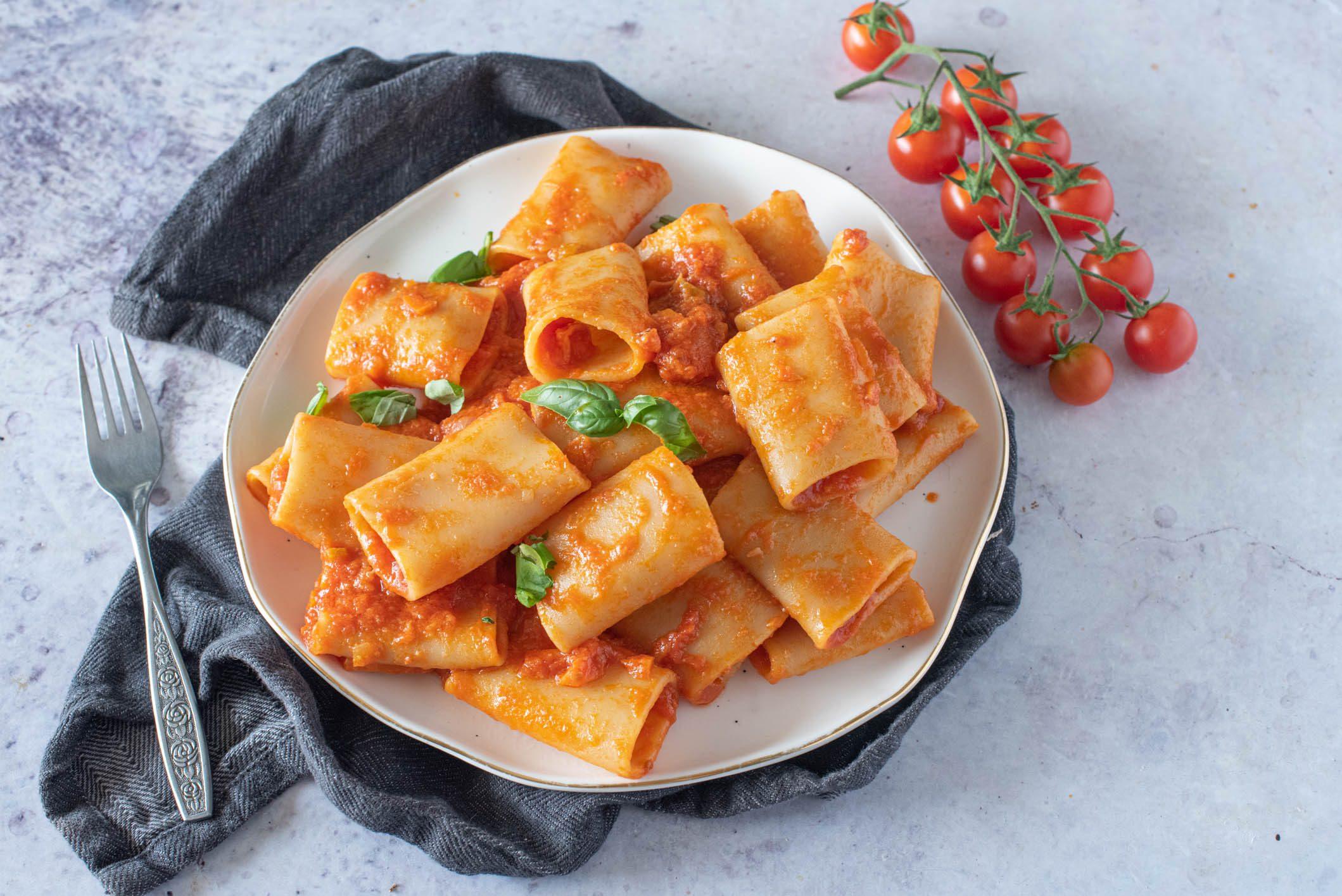 Paccheri alla napoletana: la ricetta del piatto tipico della tradizione