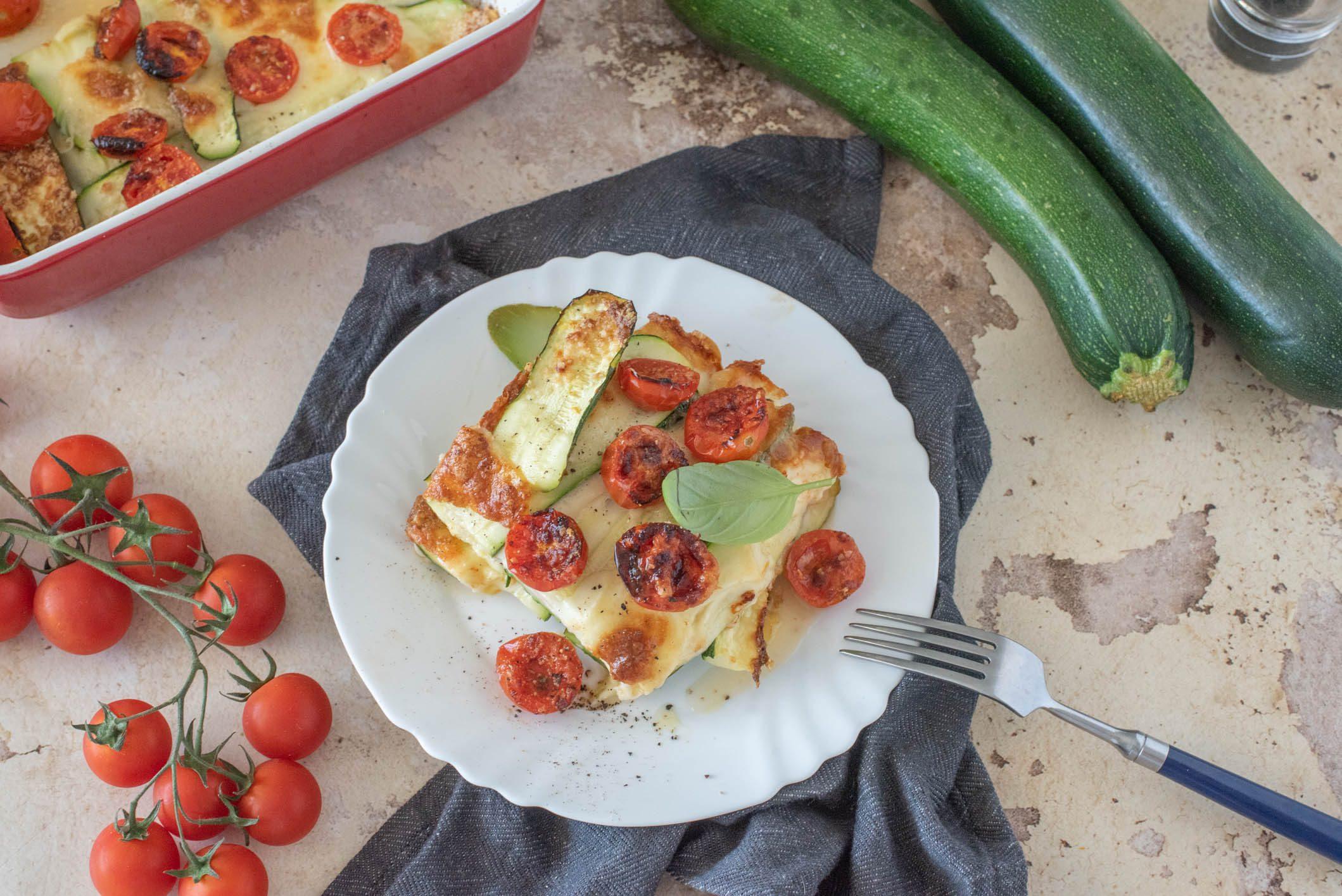 Pasticcio di zucchine alla pizzaiola: la ricetta del piatto estivo veloce e gustoso