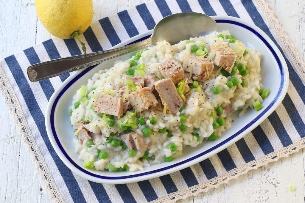 servire il risotto tonno e piselli