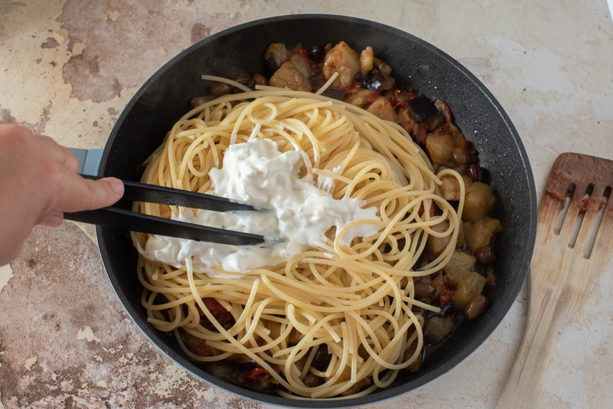 Spaghetti crema di burrata e melanzane