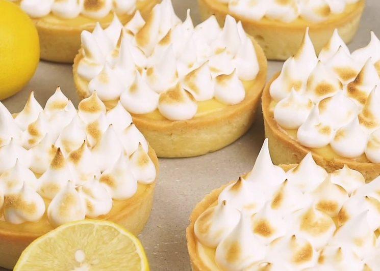 Tartellette meringate: la ricetta dei dolcetti deliziosi con crema al limone