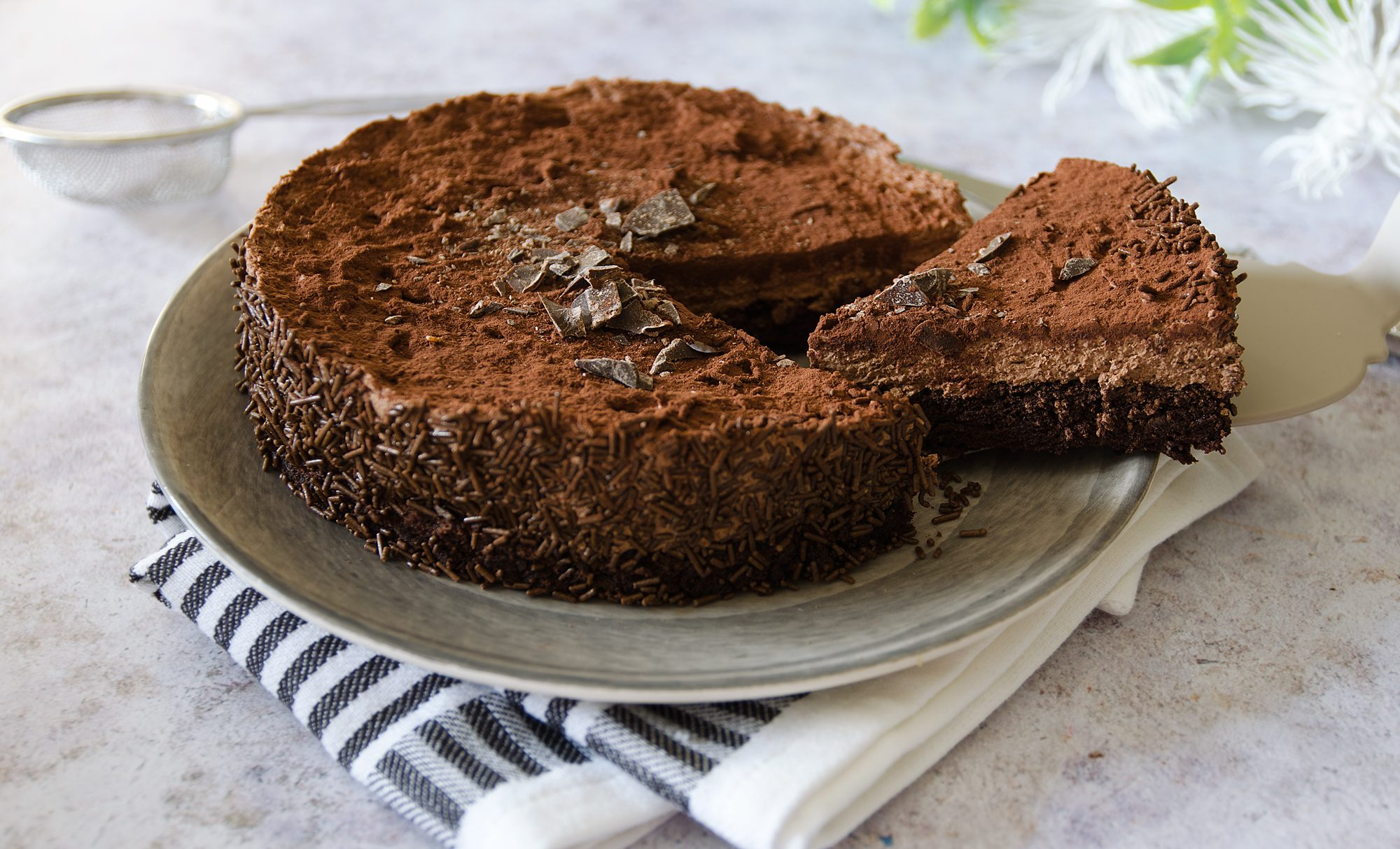 Torta Afrika: la ricetta del dolce al cioccolato firmato dal pasticciere Ernst Knam