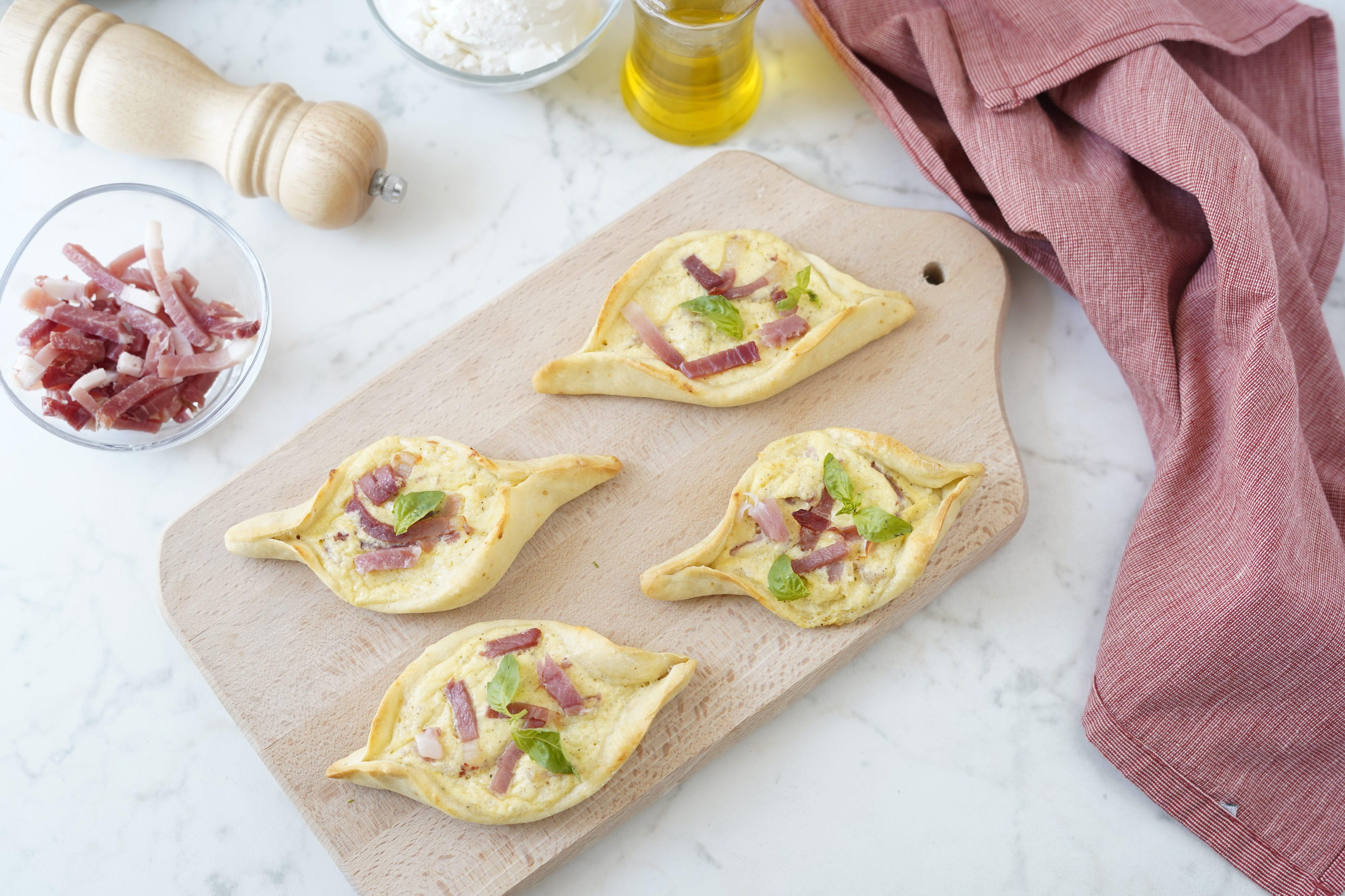 Barchette prosciutto e formaggio: la ricetta dell'antipasto semplice e sfizioso