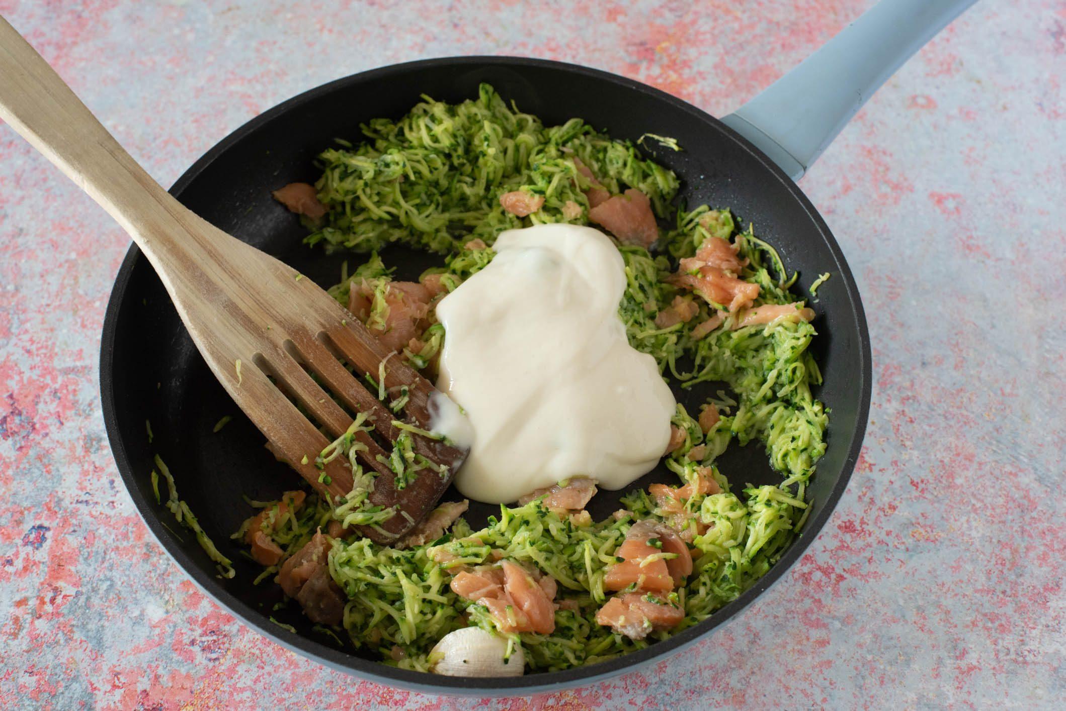 conchiglioni al forno con salmone e zucchine