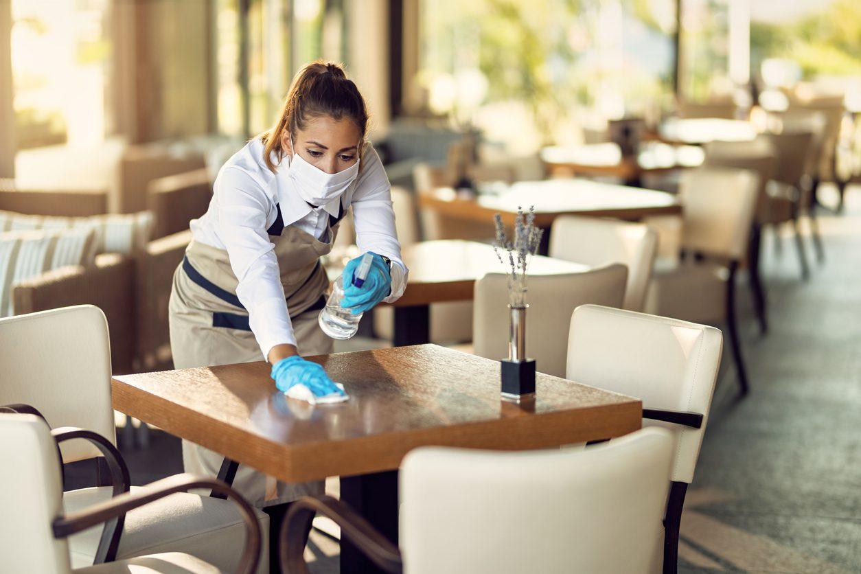 Bar e ristoranti: resta il limite di 4 persone per tavolo a meno che non siano conviventi