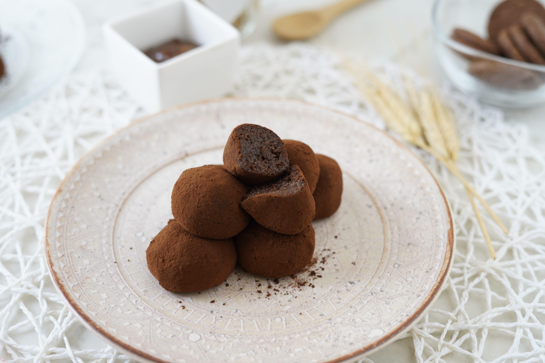 Tartufini sacher: la ricetta dei dolcetti al cacao morbidi e golosi