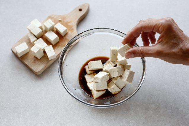 spiedini tofu con insalata