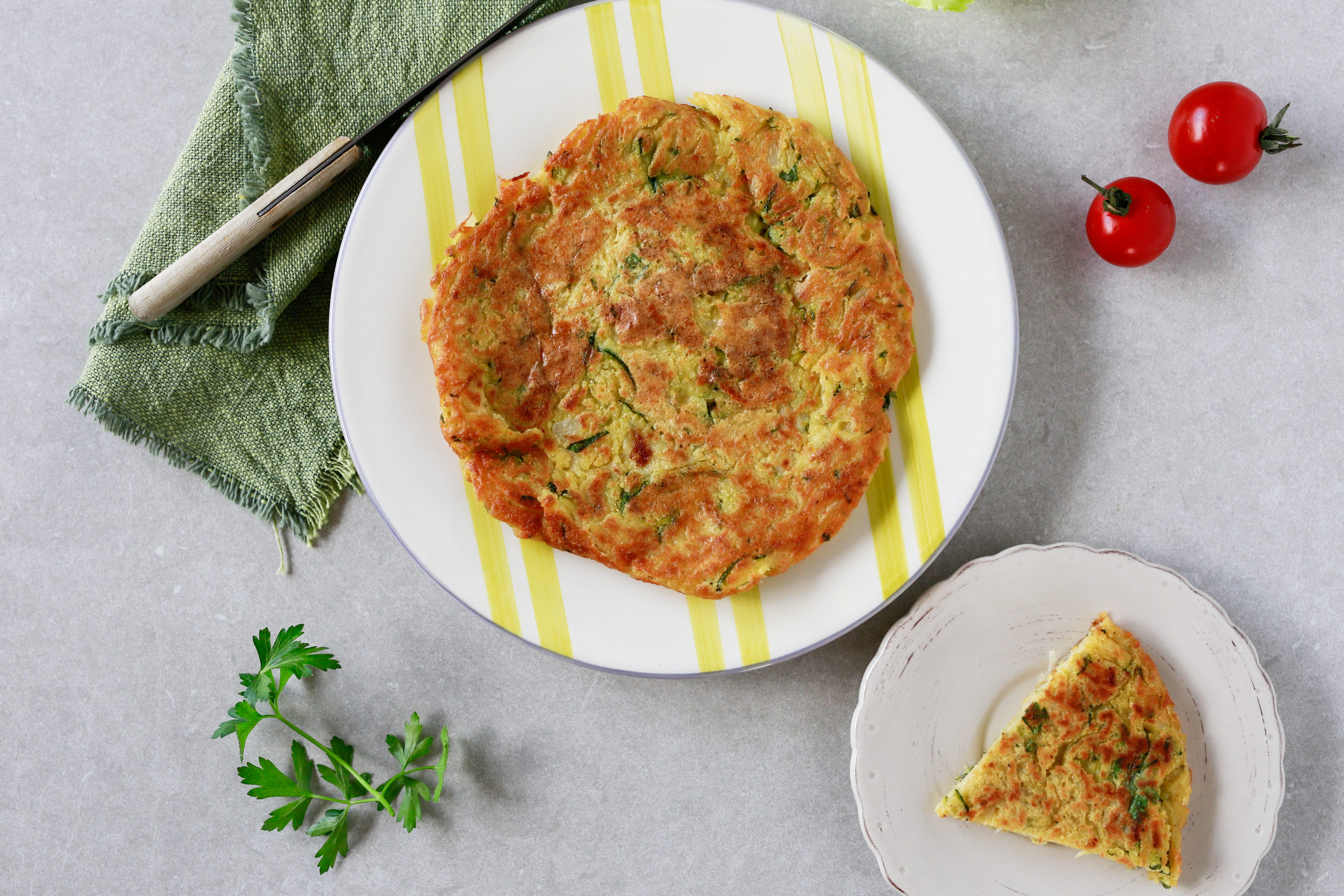 Tortilla di patate e zucchine: la ricetta senza uova e con farina di ceci