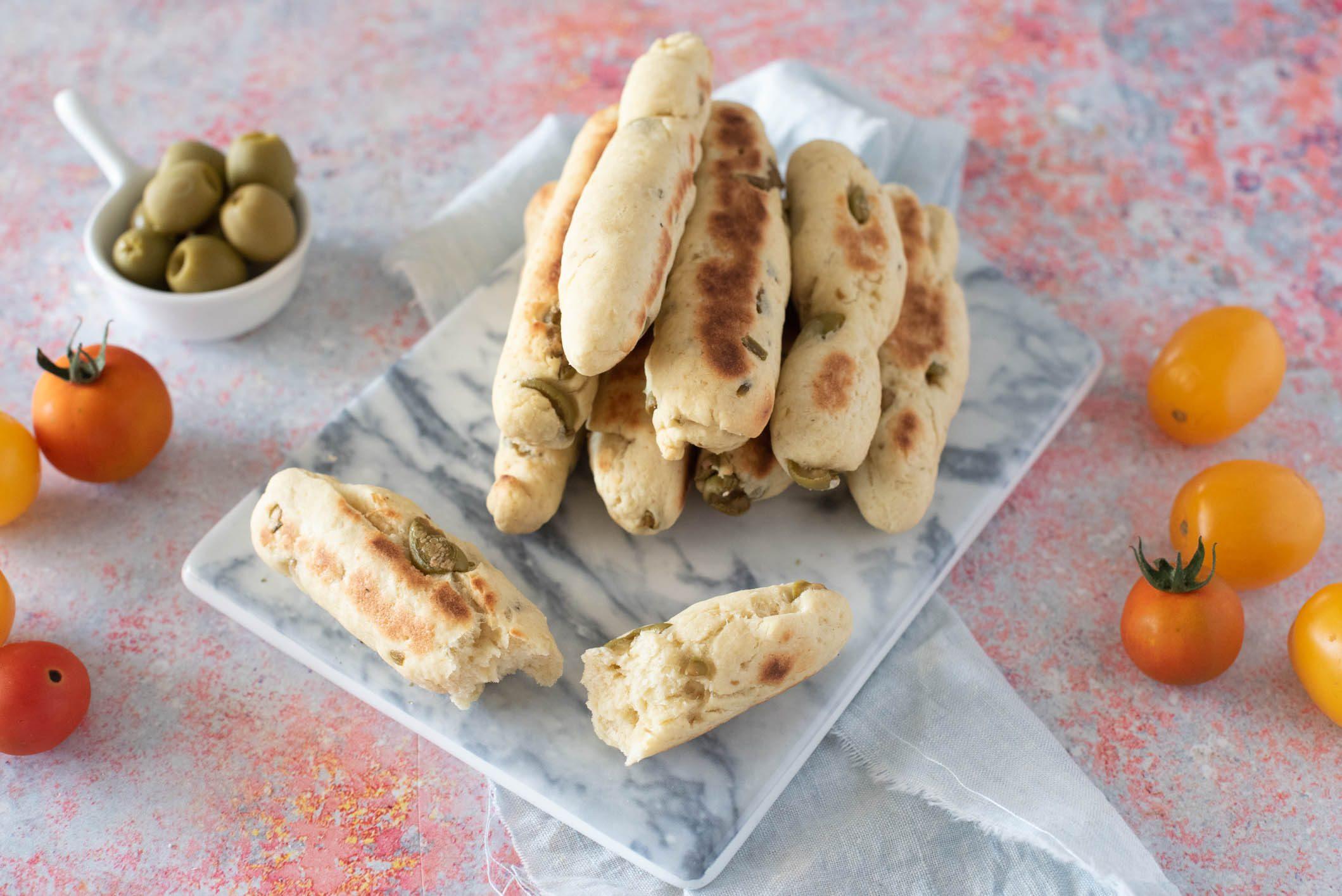 Bastoncini alle olive in padella: la ricetta dell'antipasto veloce e sfizioso
