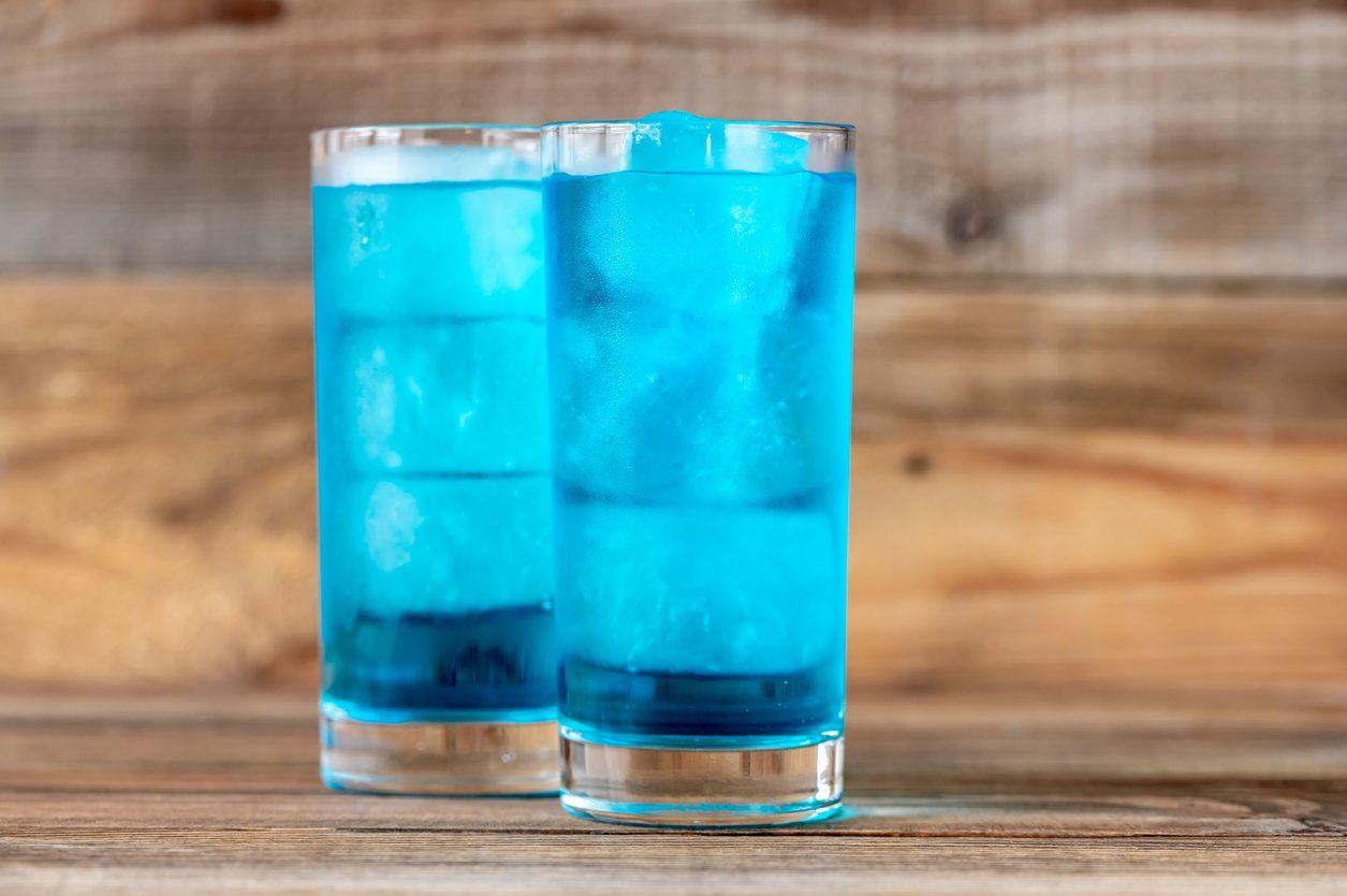 Blue lagoon cocktail: ricetta, dosi e ingredienti del drink a base di vodka e blue curaçao