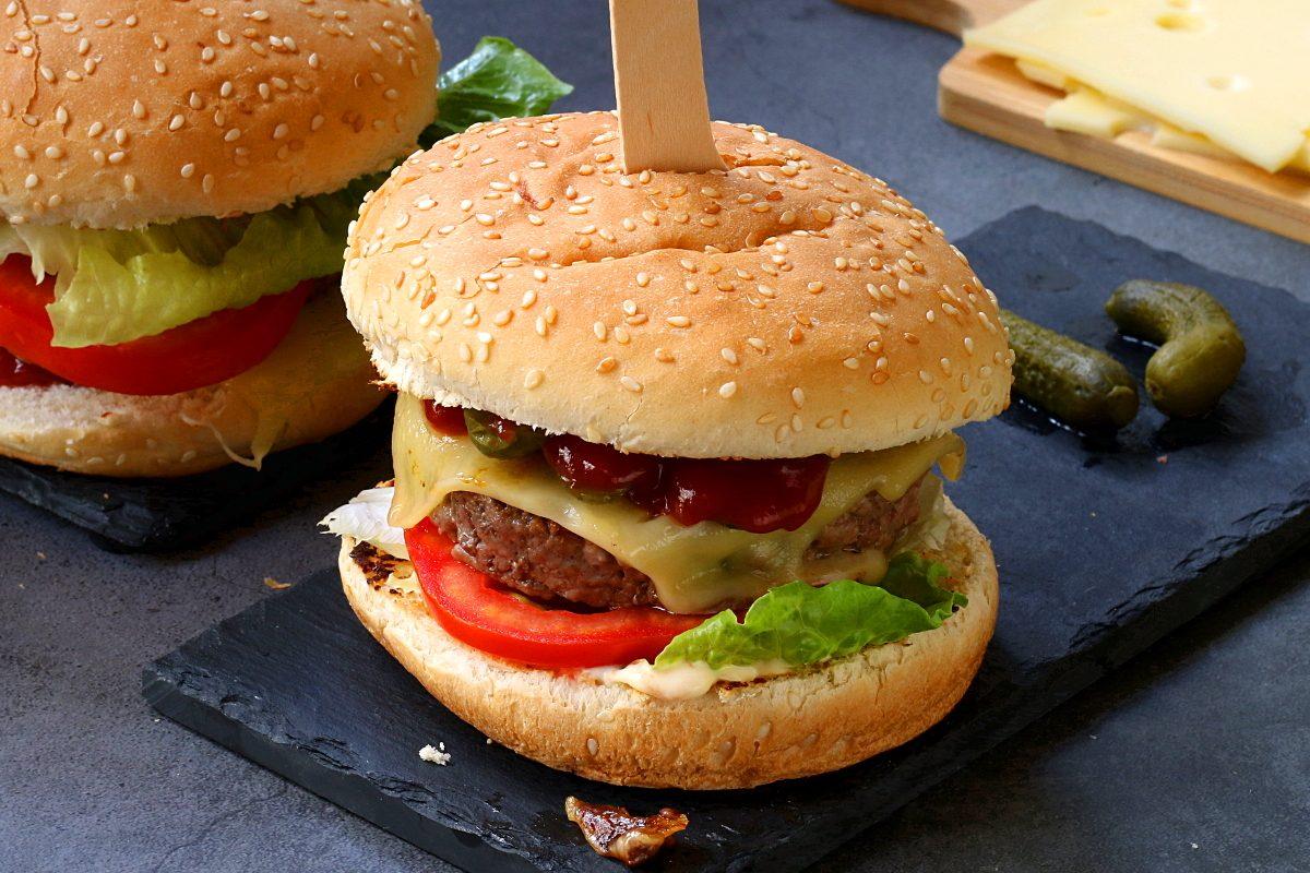 Cheeseburger: la ricetta del celebre panino americano
