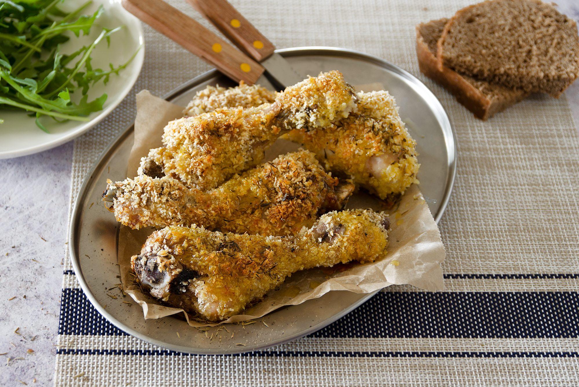 Cosce di pollo gratinate: la ricetta del secondo al forno veloce e appetitoso