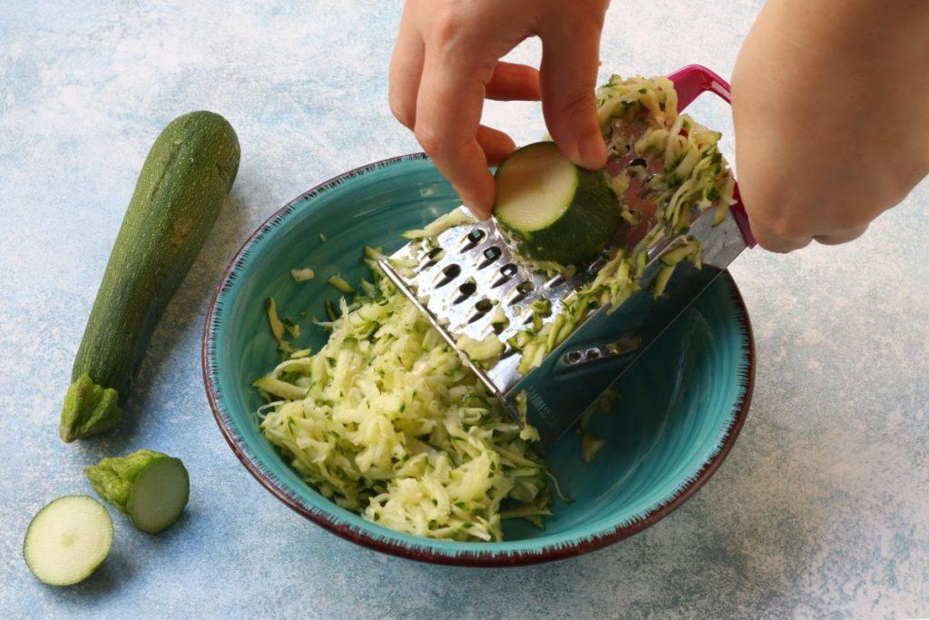 grattugiare le zucchine