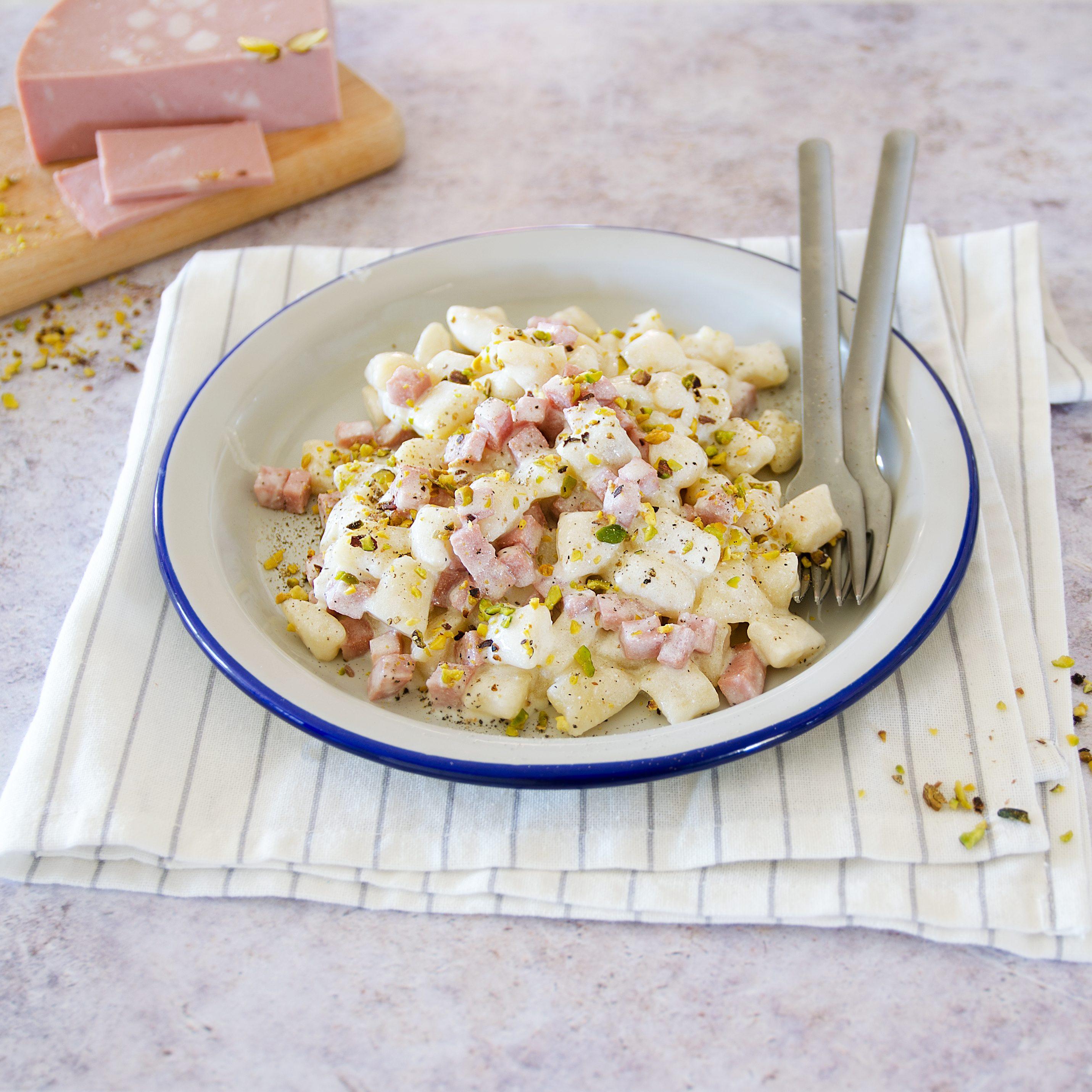 Gnocchetti con mortadella e pistacchi: la ricetta del primo piatto goloso e semplicissimo