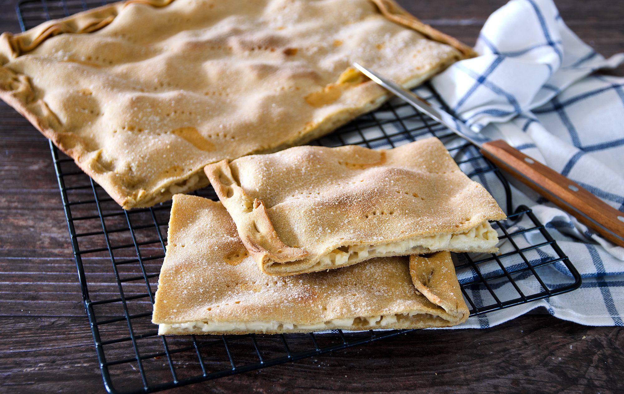 Focaccia di Recco: la ricetta della focaccia ligure al formaggio