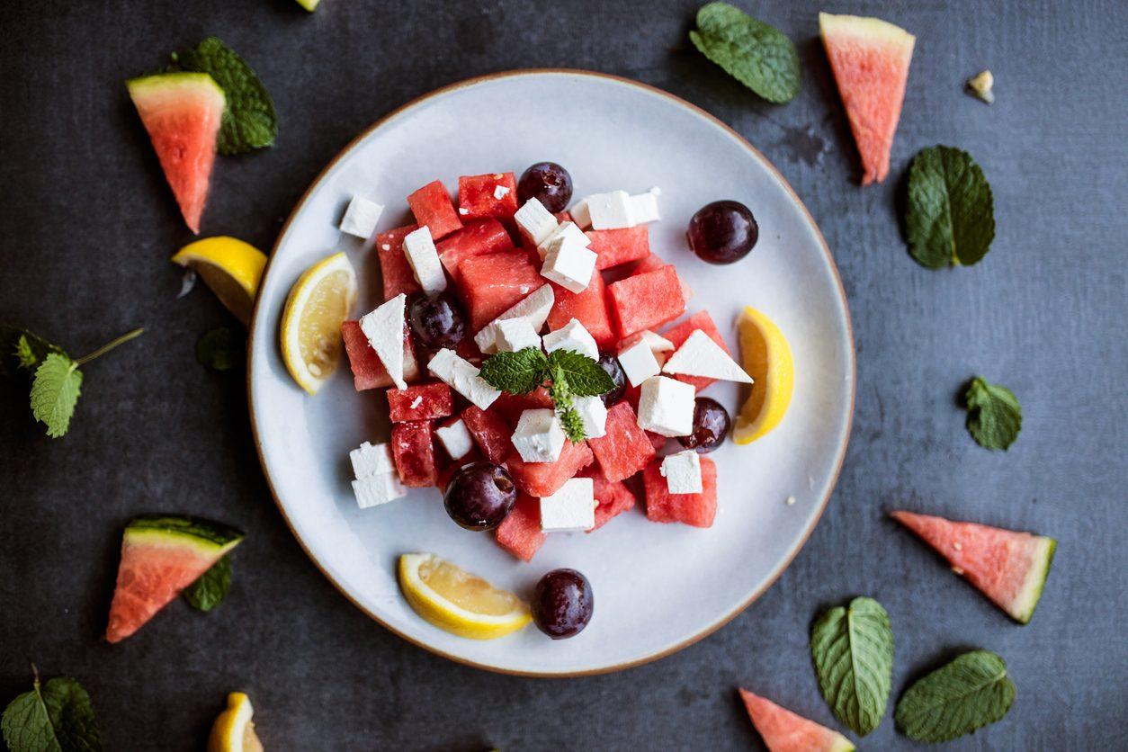 Insalata di anguria: la ricetta della pietanza fresca e veloce perfetta per l'estate