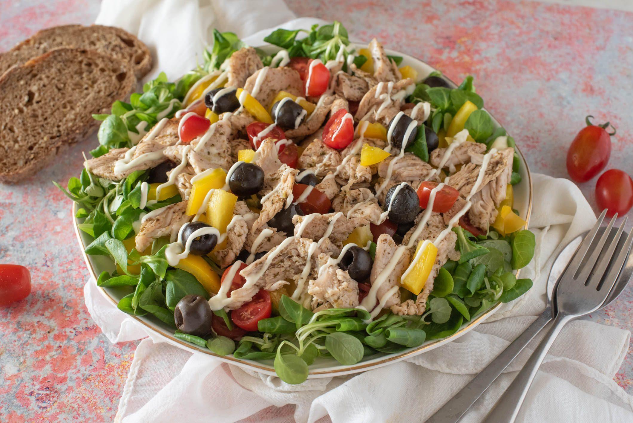 Insalata di tacchino: la ricetta del piatto gustoso e nutriente