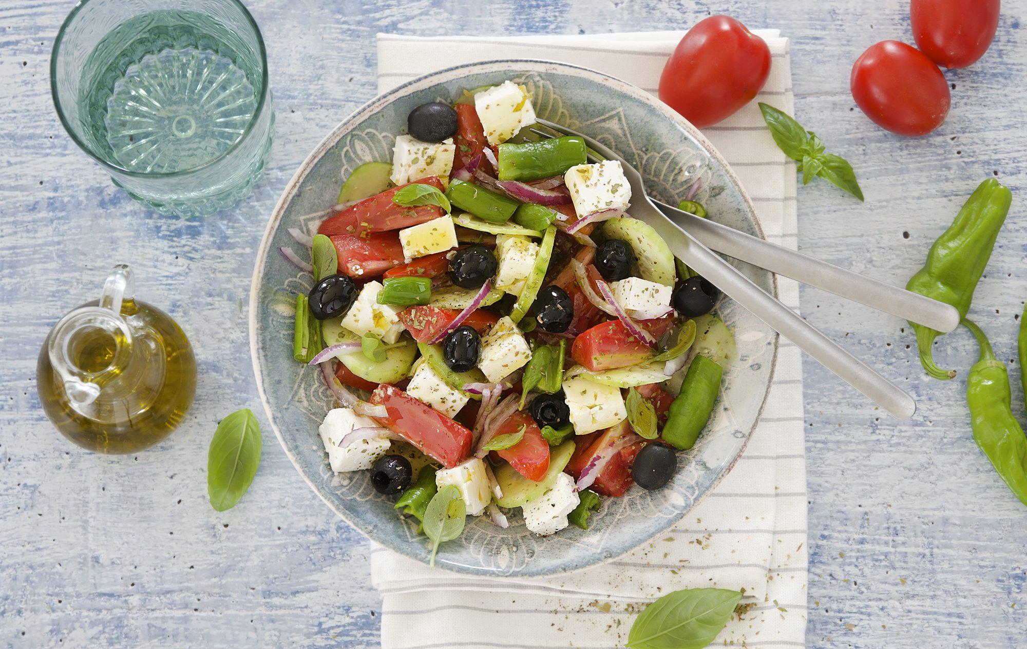 Insalata greca: la ricetta del piatto greco estivo e gustoso