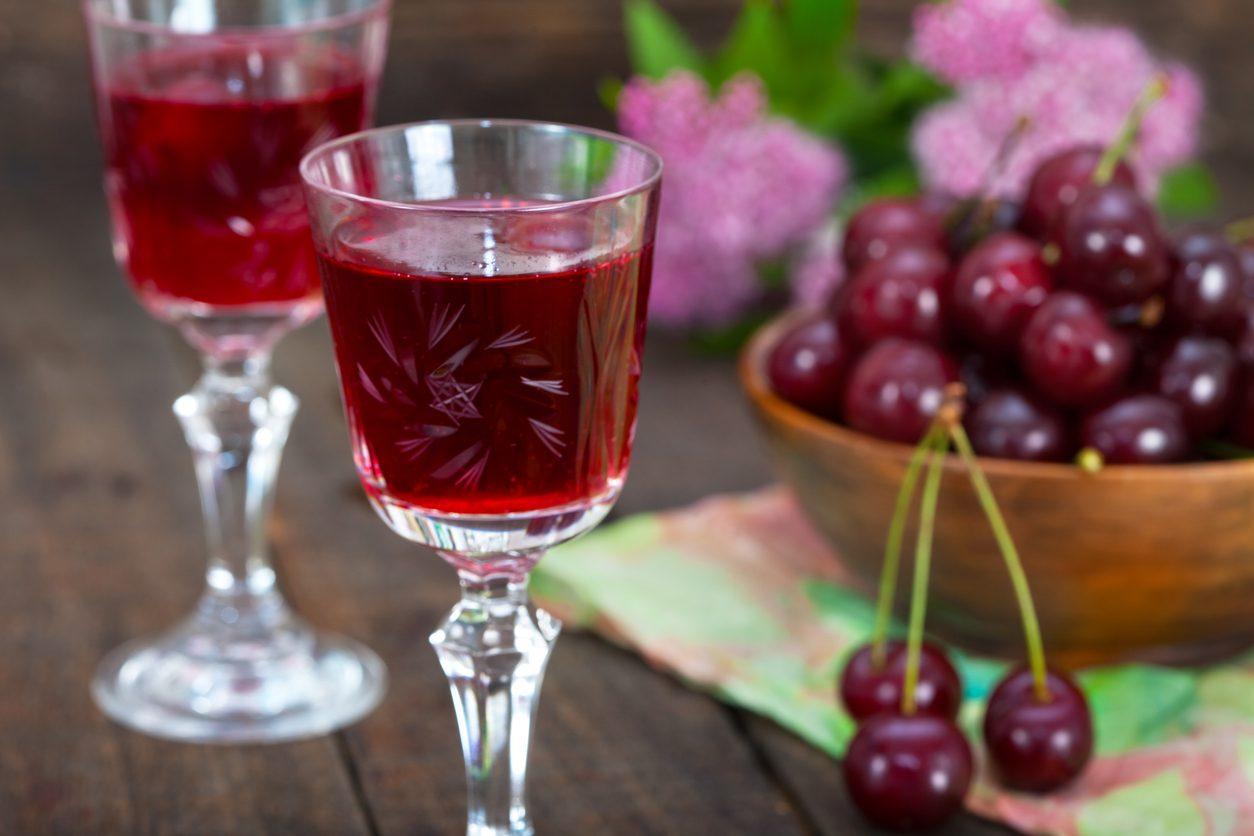 Liquore di amarene: la ricetta del liquore fatto in casa delizioso e aromatico