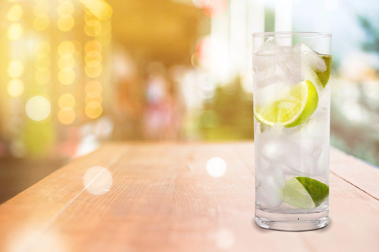 Quattro bianchi cocktail: la ricetta e gli ingredienti del drink forte dal sapore intenso