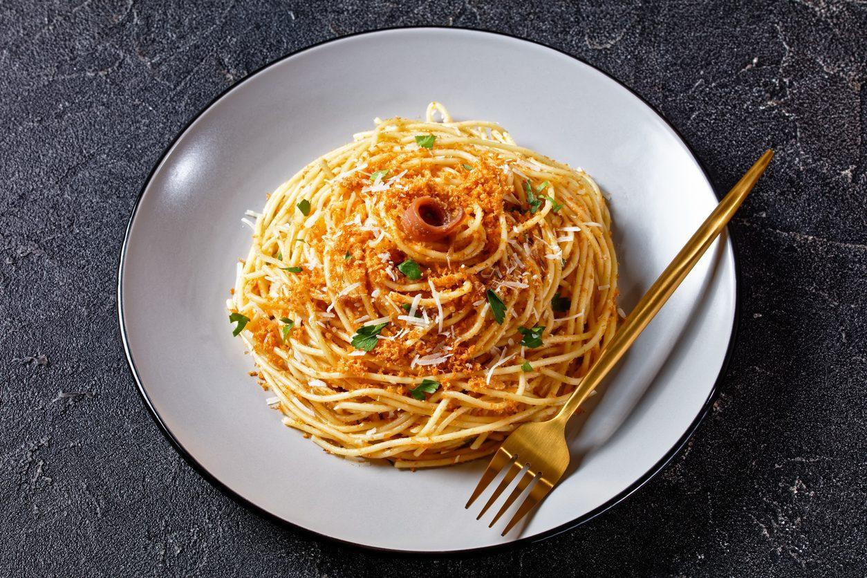 Spaghetti con colatura di alici: la ricetta del primo piatto semplice dal gusto deciso