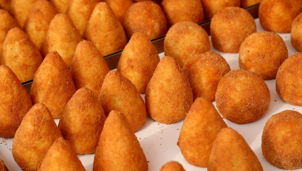 Si dice arancino o arancina? Rispondono due chef siciliani (e l'Accademia della Crusca)