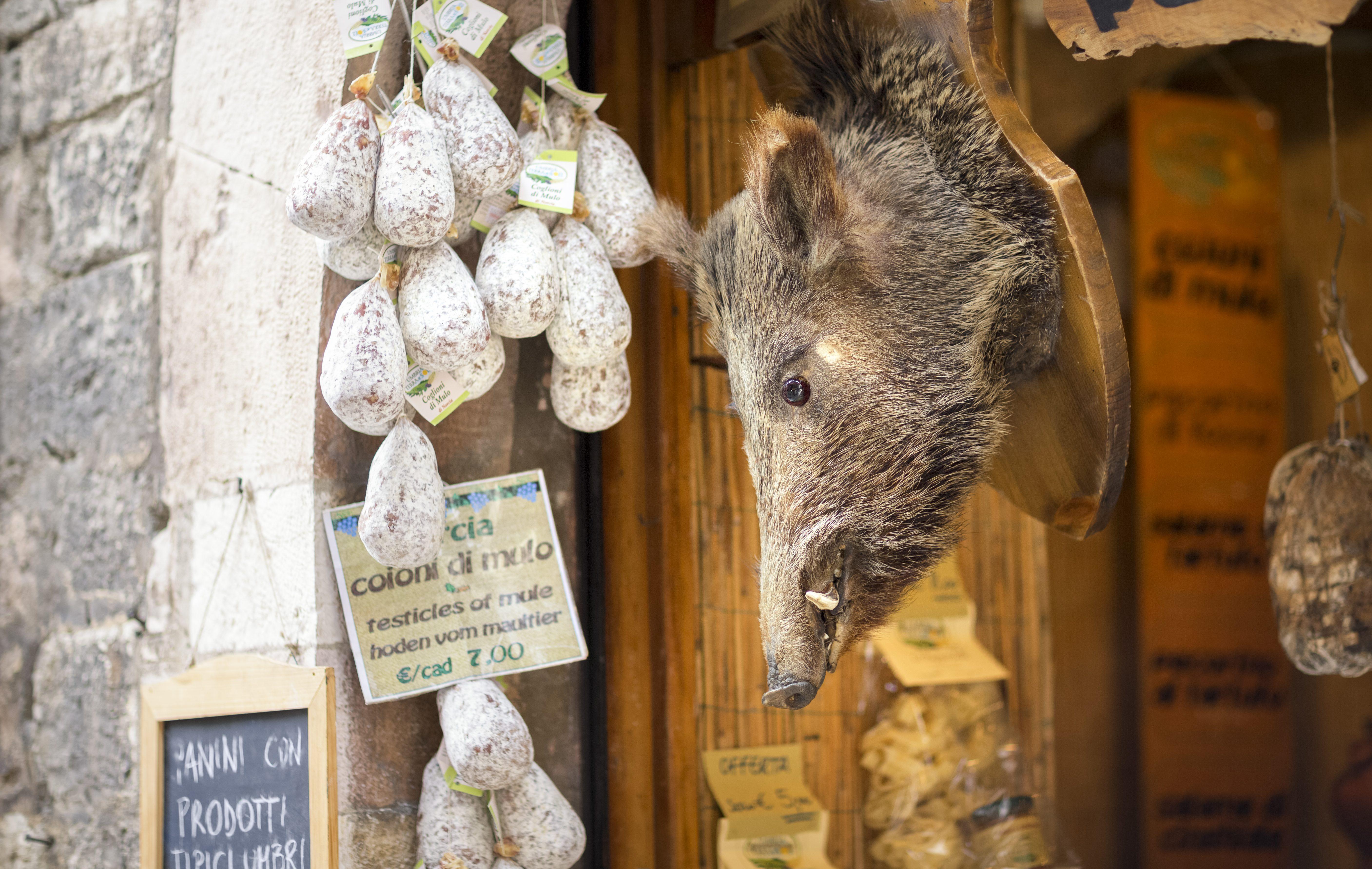 Tour gastronomico fra tra Assisi e Spoleto: cosa mangiare nelle città d'arte umbre