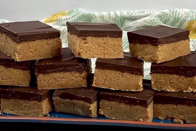 Barrette al burro di arachidi e cioccolato: la ricetta del dessert goloso senza cottura