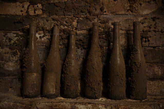 ritrovamento bottiglie palazzo reale Grecia