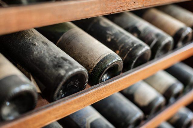 ritrovate bottiglie vino Grecia palazzo reale