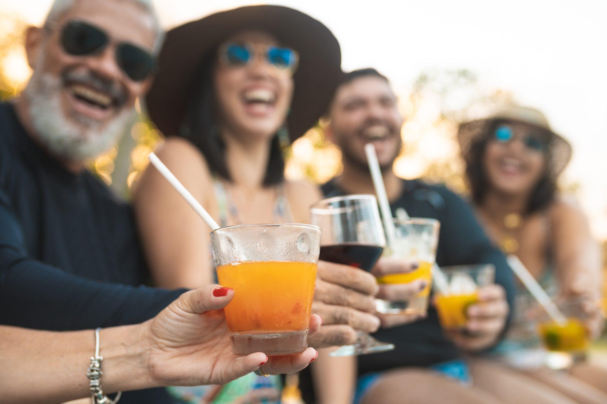 Cannucce nei cocktail: ecco tutti i motivi per cui dovreste evitarle
