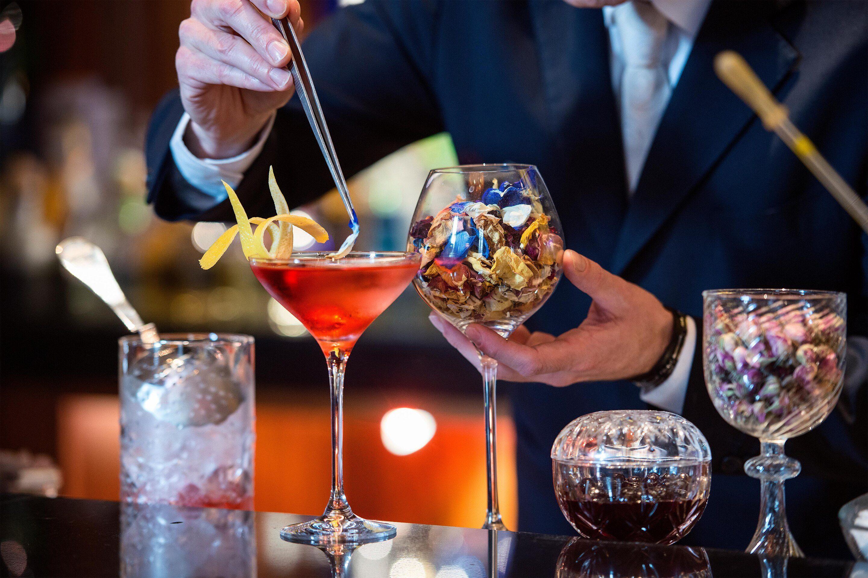 Il Cardinale, il cocktail romano simbolo della Dolce Vita: storia e ricetta del drink