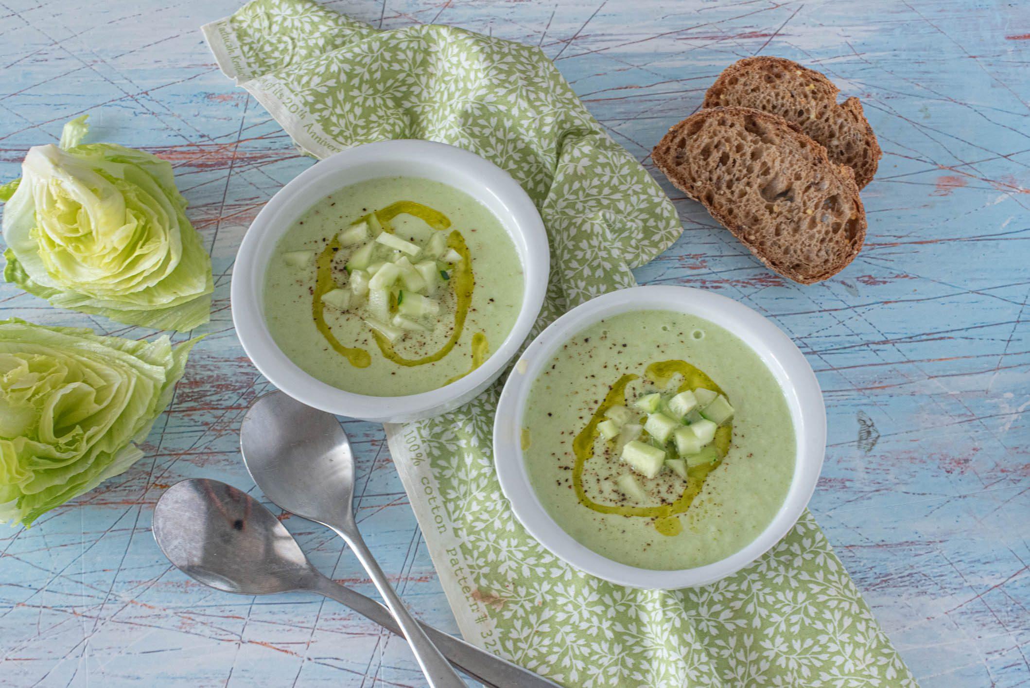 Gazpacho di lattuga: la ricetta della zuppa fresca e leggera