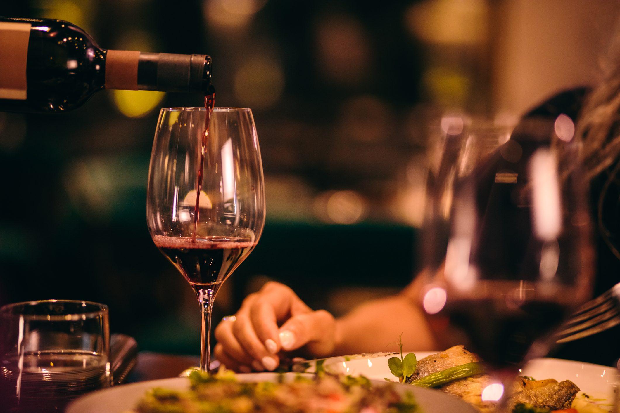 Green pass per bar e ristoranti, ma solo al tavolo e solo al chiuso
