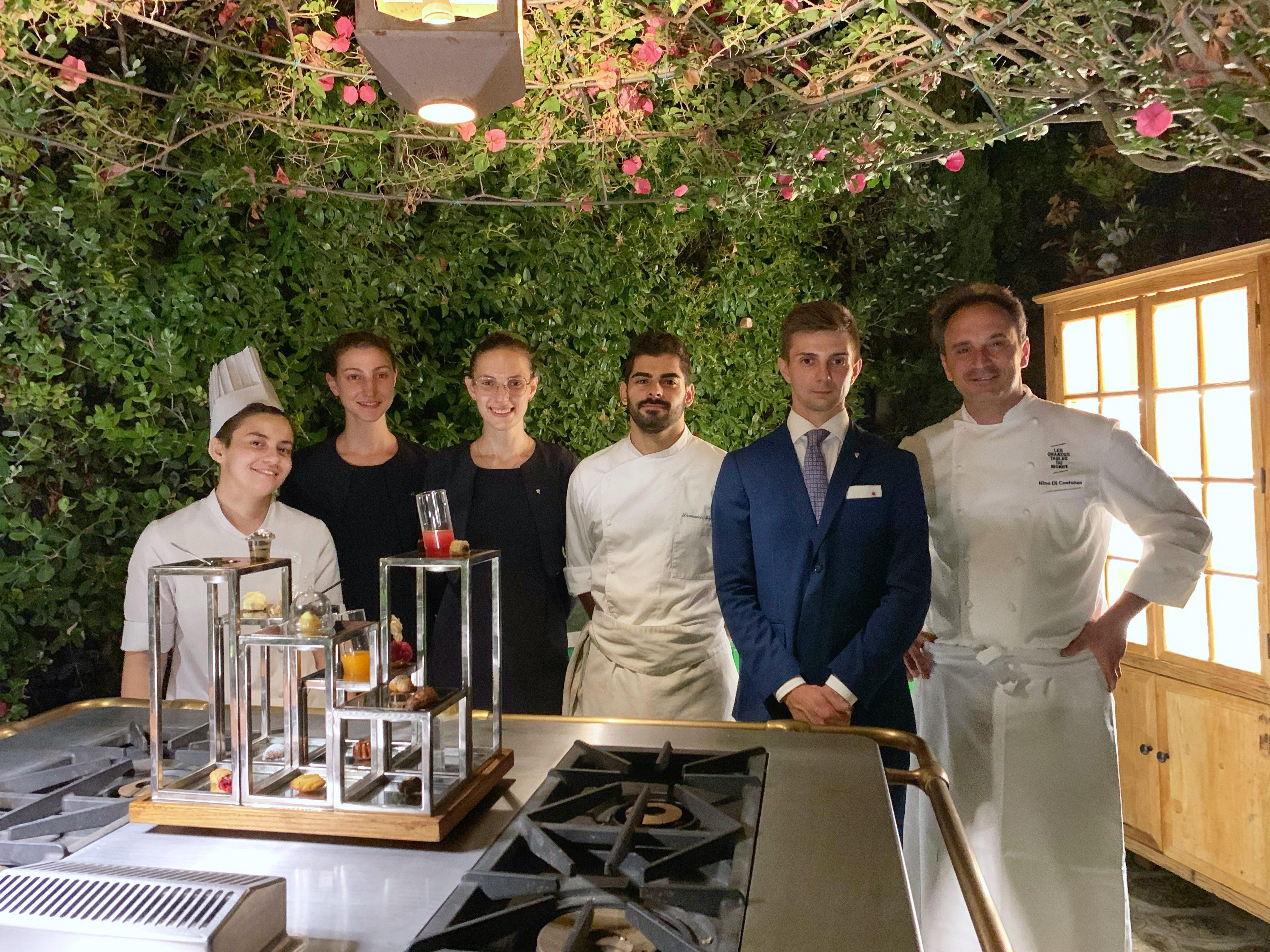 Michela Serpe, Teresa Ferrati, Jessica Rocchi, Domenico Magliulo, Matteo Conci e lo chef Nino Di Costanzo