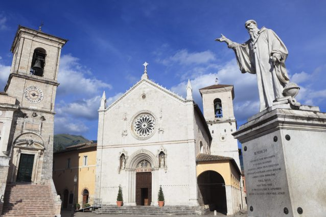 Norcia centro storico piazza san benedetto