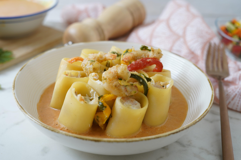 Paccheri con gamberi e verdure: la ricetta del piatto estivo gustoso e fragrante