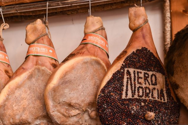 prosciutto di Norcia norcineria norcino prodotti tipici